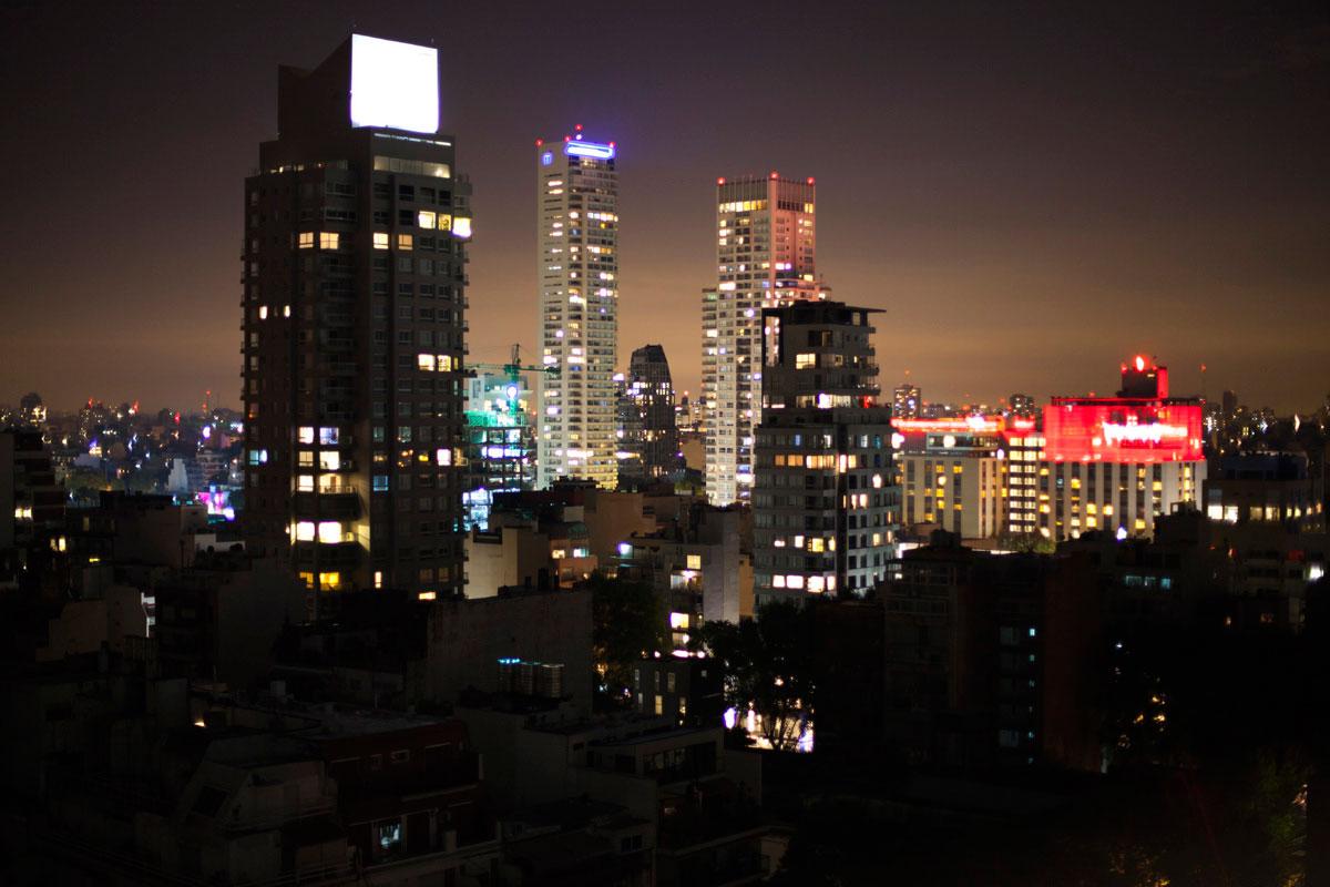 """""""Cidade"""" com a Canon EOS 5D Mark II + EF 50mm f/1.4 USM em f/1.4 1s ISO100; vignetting acentuado em abertura máxima."""