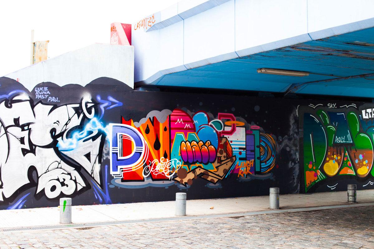 """""""Graffiti"""" com a Canon EOS 5D Mark II + EF 50mm f/1.4 USM em f/4 1/80 ISO160. Reprodução de cores é destaque nesta objetiva."""