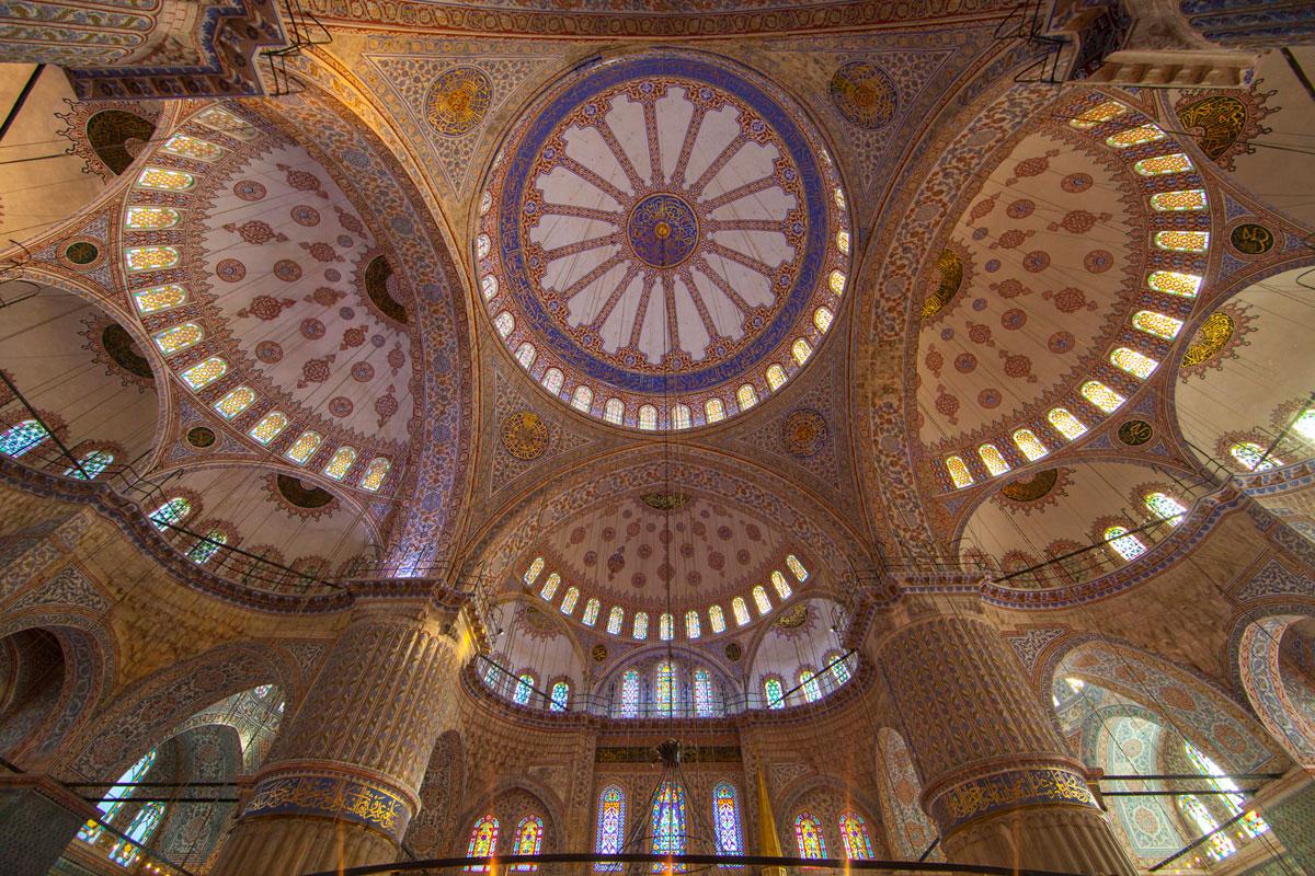 """""""Suleymaniye Mosque"""" com a EOS 5D Mark II + EF 14mm f/2.8L II USM em f/5.6 1/15 ISO400; contraste e reprodução de cores impecável."""