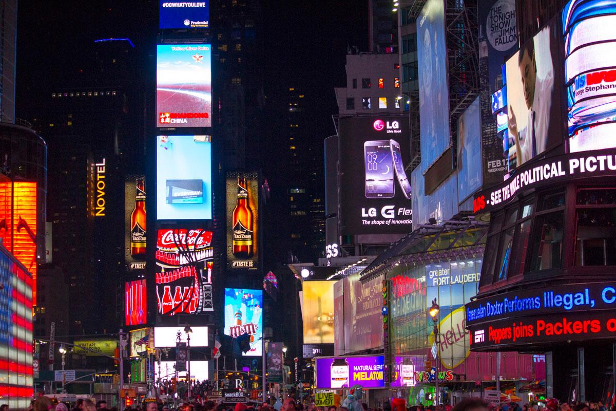 """""""Times Square"""" com a EOS 60D + EF-S 55-250mm f/4-5.6 IS STM em f/4 1/1250 ISO800 @ 55mm; cores e contraste bacana para uma lente de baixo custo."""
