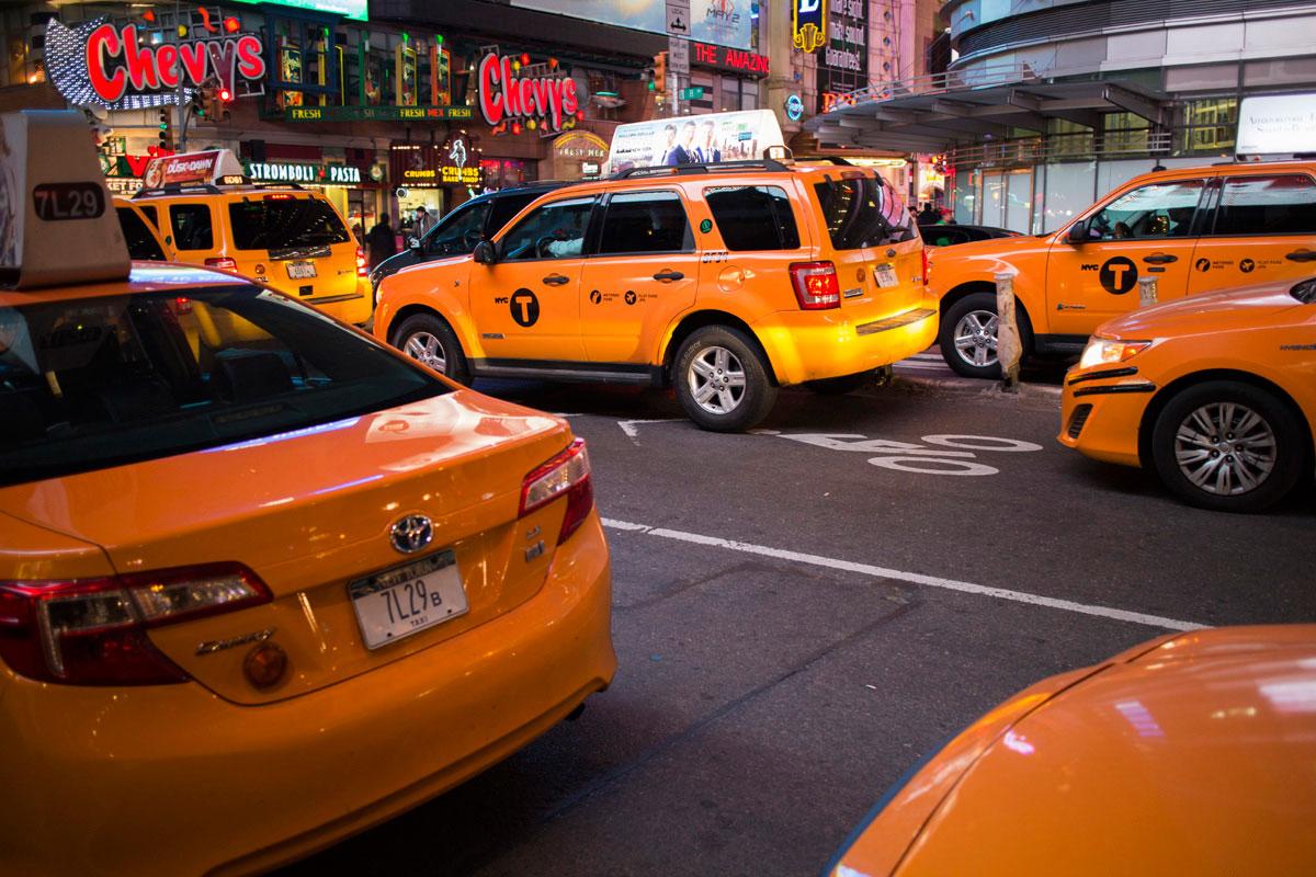 """NYC T"" com a EOS-M + EF-M 22mm f/2 STM em f/2 1/15 ISO200."