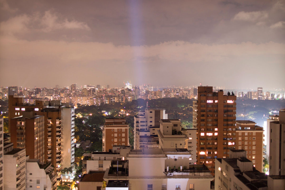 """""""Cidade"""" com a EOS M + Canon EF 24mm f/1.4L II USM em f/1.8 3 ISO100. Download raw."""