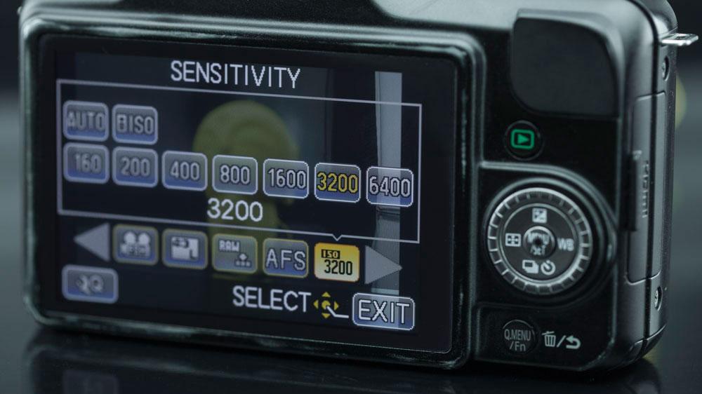 Enquanto na Panasonic Lumix DMC-GF3 todos os valores aparecem na mesma janela.