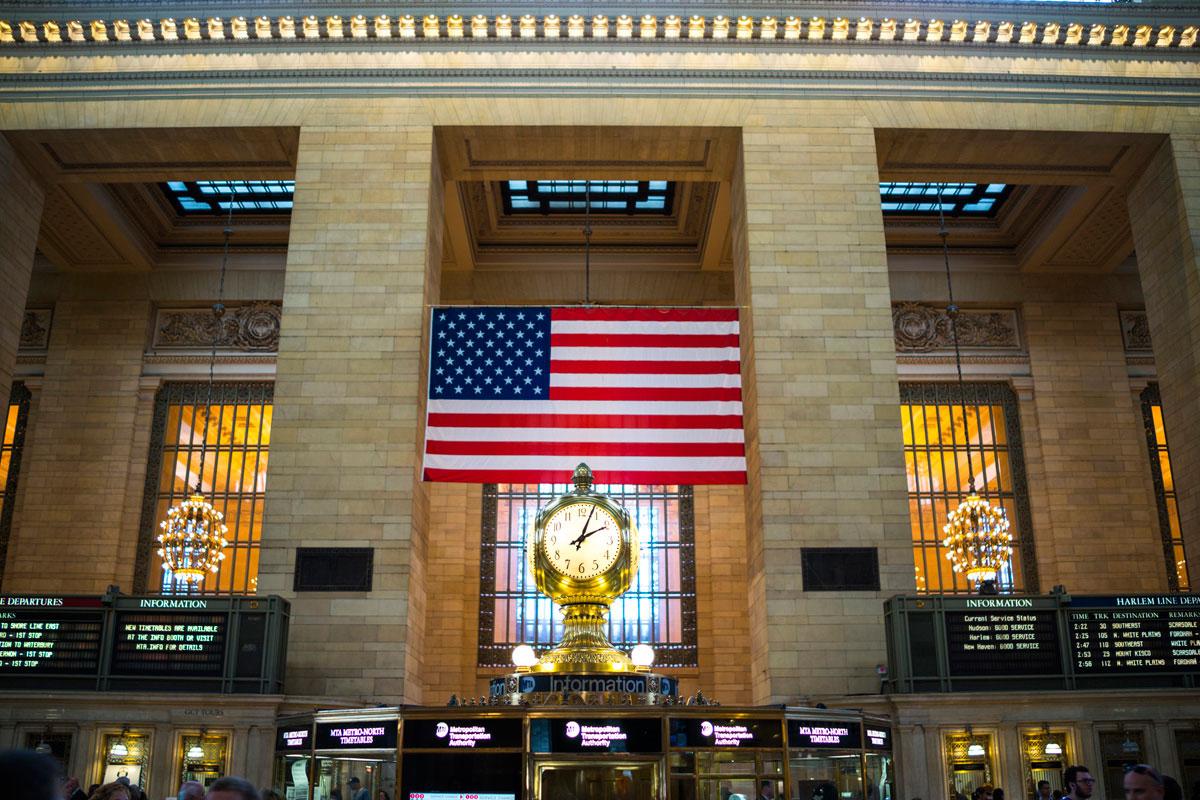 """""""Grand Central"""" em f/2 1/50 ISO200, linhas ao redor do quadro ficam curvas sem correção do BIONZ."""