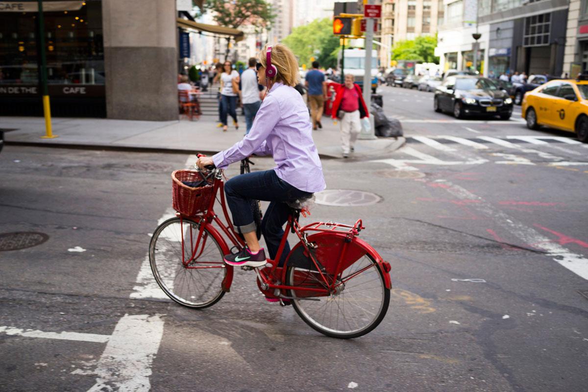 """""""bike"""" em f/3.2 1/320 ISO100, foco nos objetos em movimento não é o forte do sistema por contraste."""