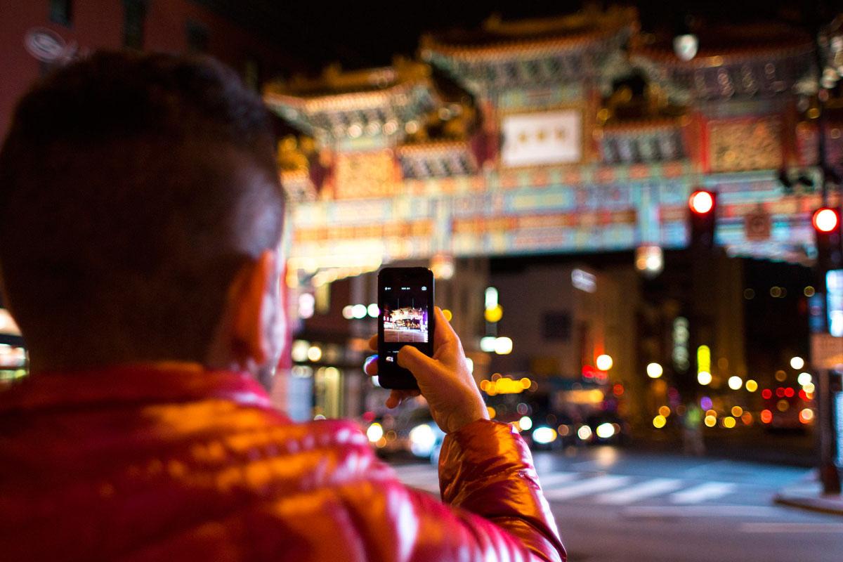 """""""chinatown"""" com a EOS-M em f/1.8 1/180 ISO800."""