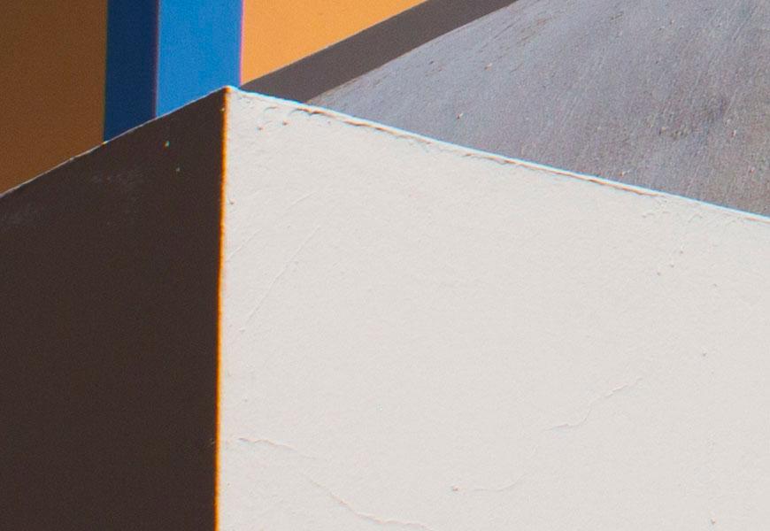 Crop 100%, CA lateral laranja e azul em contornos brancos.