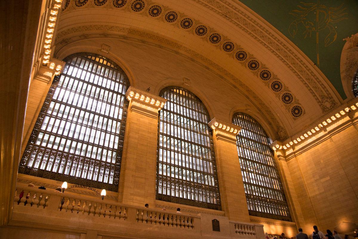 """""""Grand Central 2"""" em f/4 1/45 ISO800 @ 24mm; grande angular bacana para trabalhar com linhas arquitetônicas."""