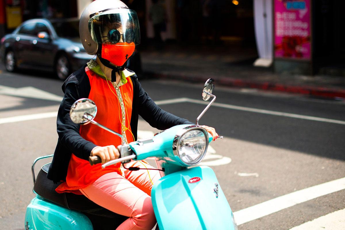 """""""Bike em Taipei"""" em f/2.2 1/1600 ISO100; foco perfeito na fotografia de rua."""