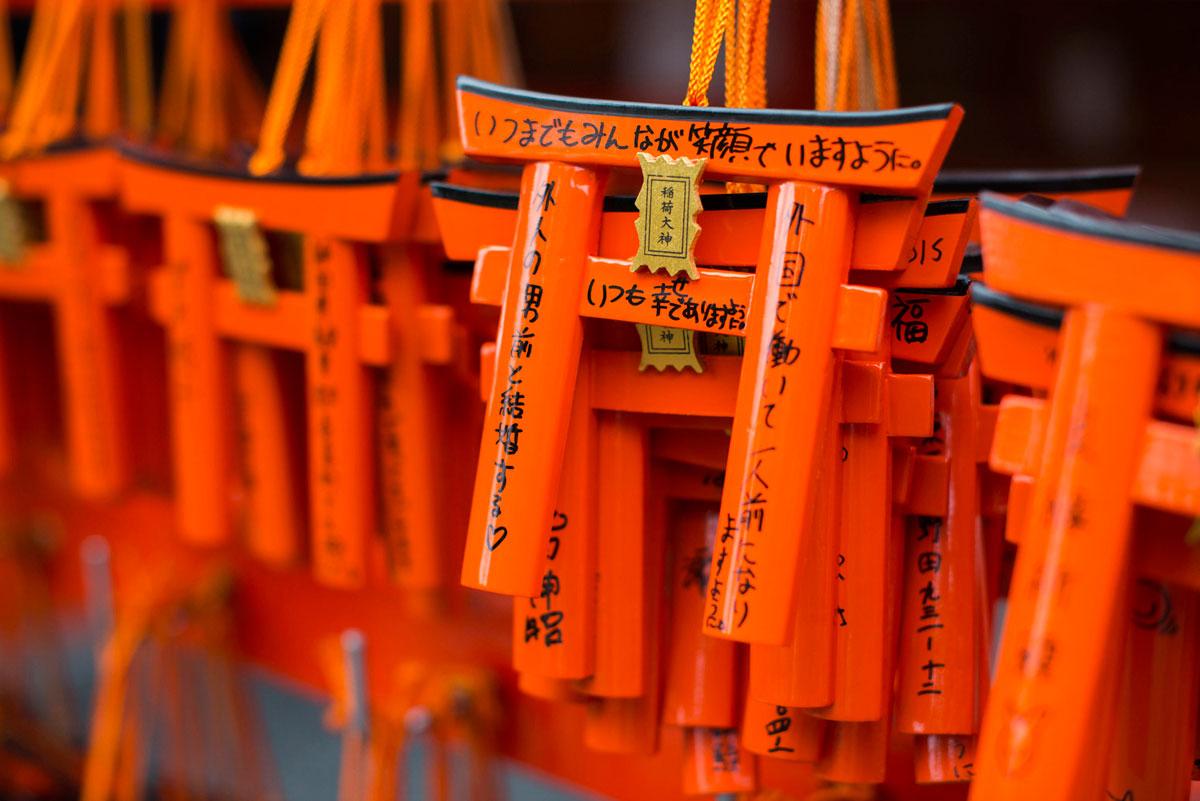 """""""Tori"""" em f/2.8 1/2000 ISO400; vermelhos perfeitos para objetos japoneses. :-)"""