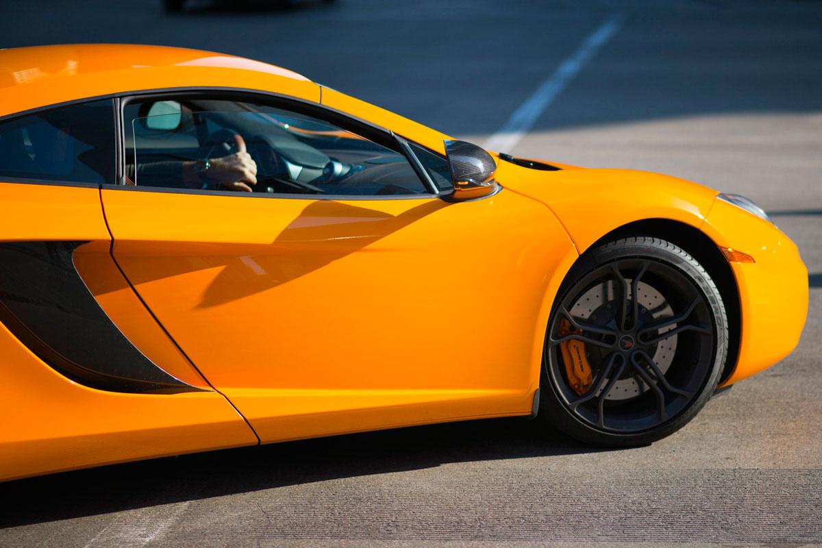 """""""McLaren"""" com a AF-S 85mm f/1.8G em f/1.8 1/4000 ISO100; AF-C acompanha objetos em movimento."""
