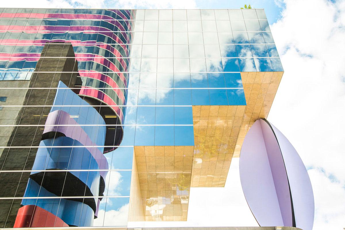 """""""Reflexo"""" em f/8 1/125 ISO100 @ 32mm. E próximo dos 35m a distorção é para dentro do quadro, do tipo pincushion."""
