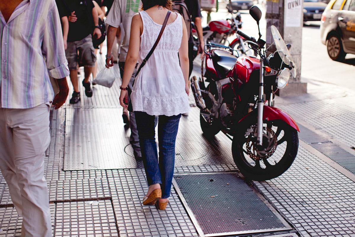 """""""PED//bike"""" at f/2.8 1/350 ISO50; de longe dá para ver na grade do chão o CA axial."""