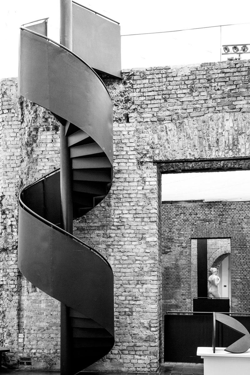 """""""Escada da Pinacoteca"""" em f/11 1/20 ISO800 @ 44mm; uma foto típica da Tamron…"""