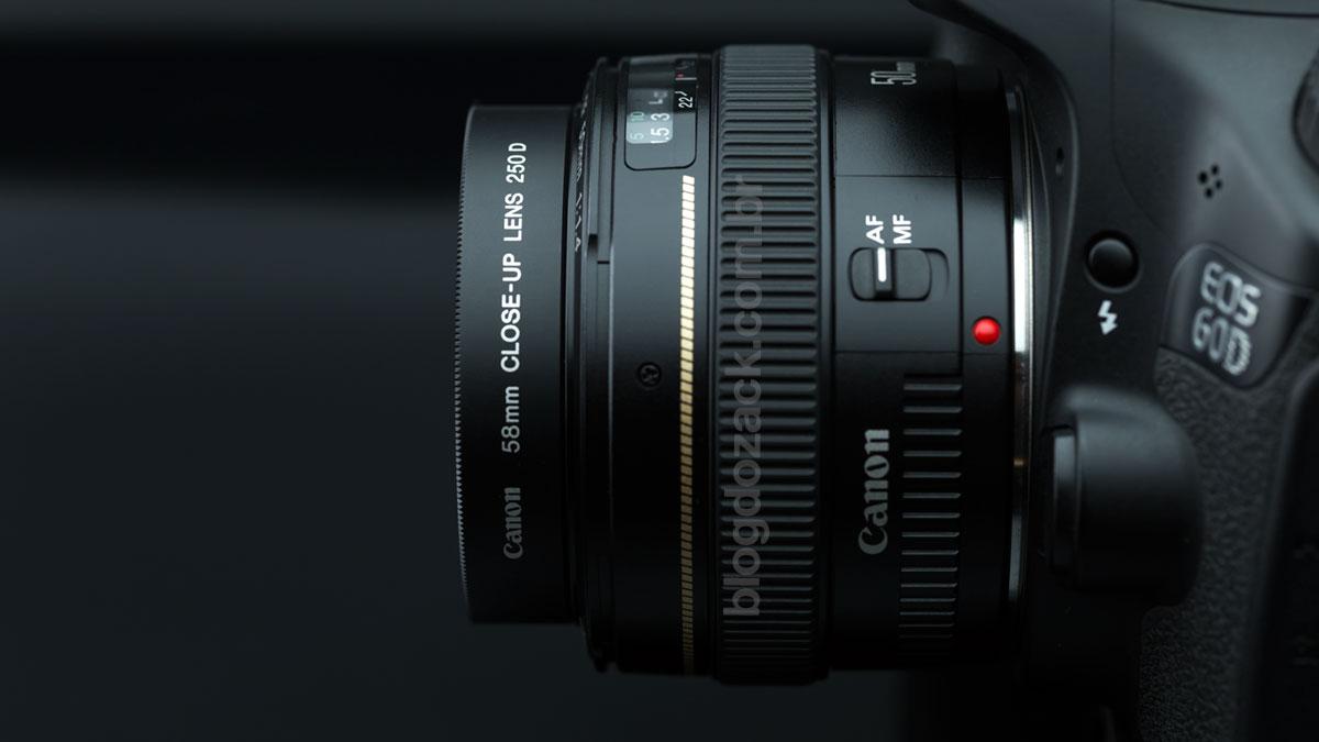 Montado na lente, ele adiciona 12mm e 79g para frente.