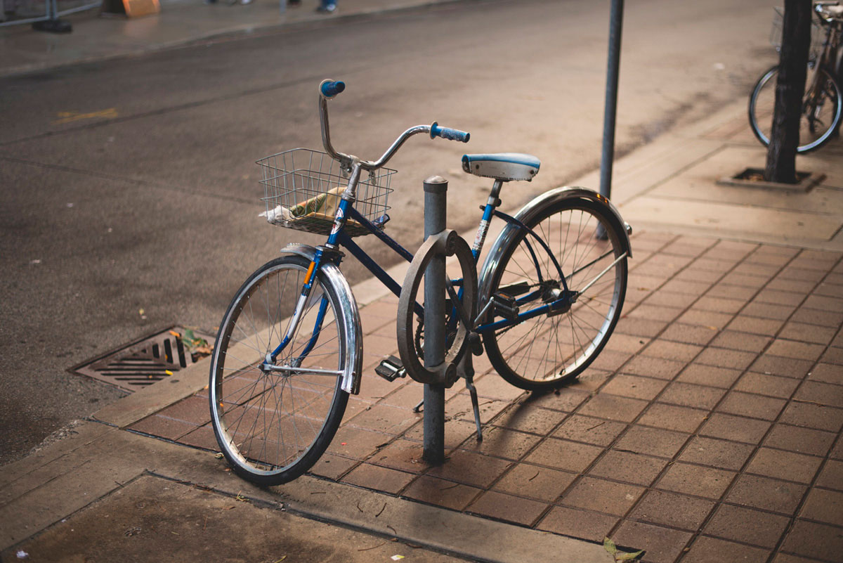 """Bike"" em f/1.8 1/100 ISO100."