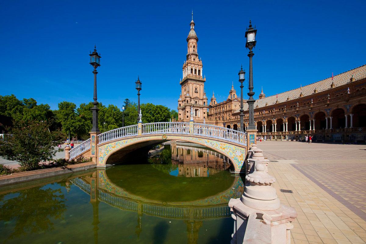 """""""Plaza de España"""" em f/8 1/350 ISO50 @ 15mm, vinheta satura as cores em qualquer abertura."""
