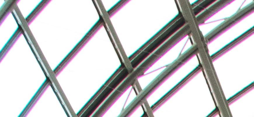 Crop 100%, e o CA lateral é caótico em linhas com muito contraste.