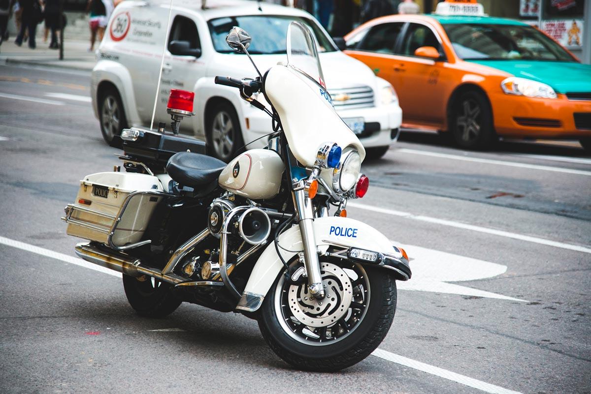 """""""Police"""" em f/4 1/1250 ISO800 @ 120mm."""