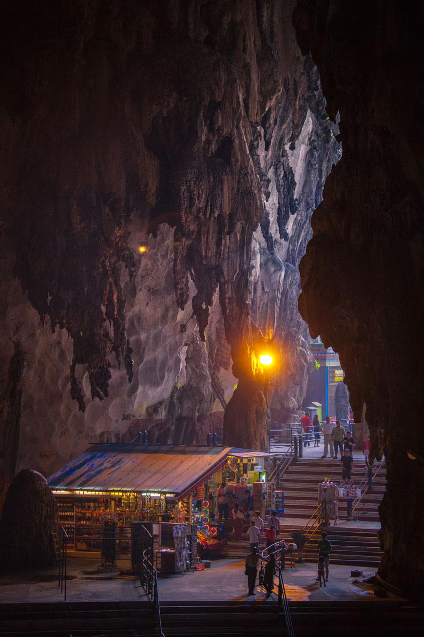 """""""Batu caves"""" em f/4.5 1/90 ISO1000 @ 120mm."""