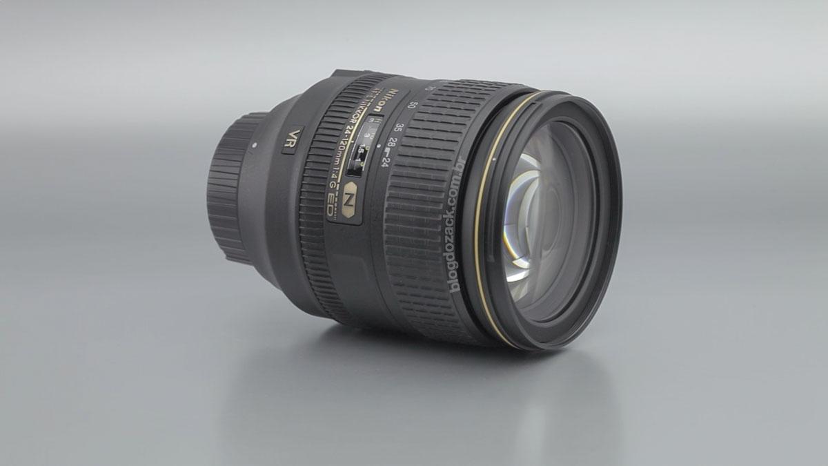 A Nikon AF-S Nikkor 24-120mm f/4G ED VR.