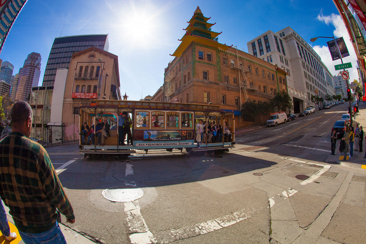 """""""Chinatown"""" with the 5D Mark II at f/13 1/125 ISO100, flare bem controlado contra luz."""