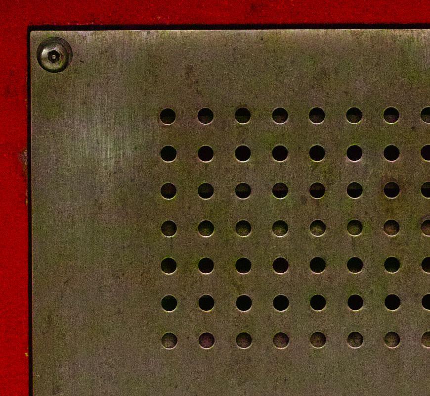 Crop 100%, resolução em f/2.8 e ruídos com cores terríveis já em ISO400.