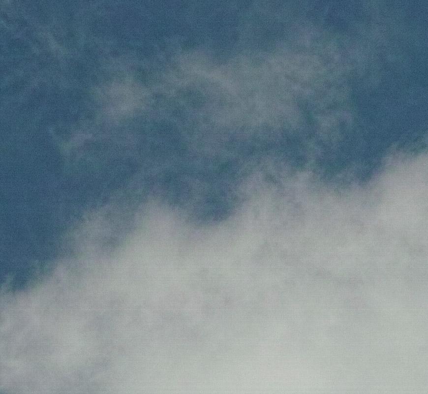 Crop 100%, linhas estranhas no céu e nas nuvens.