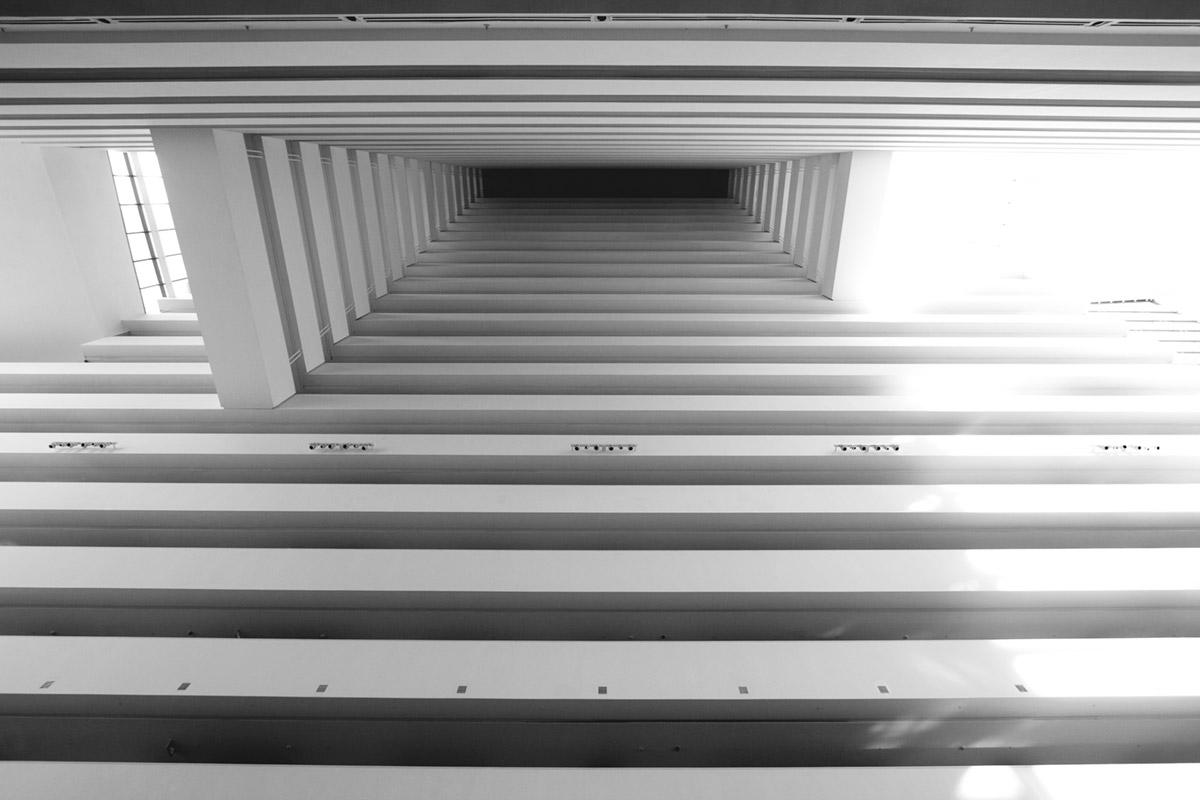 """""""Marina Bay Sands"""" em f/5 1/80 ISO400, distorção baixa em linhas retas."""