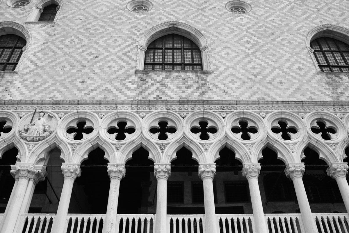 """""""Palazzo Ducale II"""" em f/8 1/500 ISO160; linhas retas em fotos de arquitetura."""