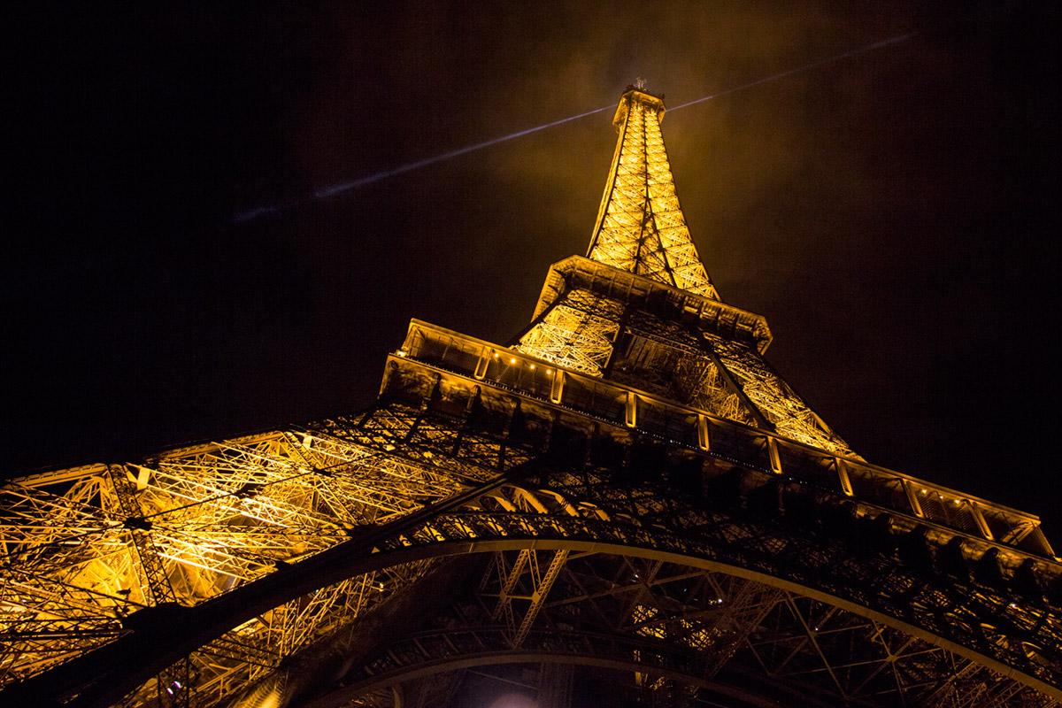 """""""La Tour Eiffel"""" em f/4 1/40 ISO500 @ 15mm."""