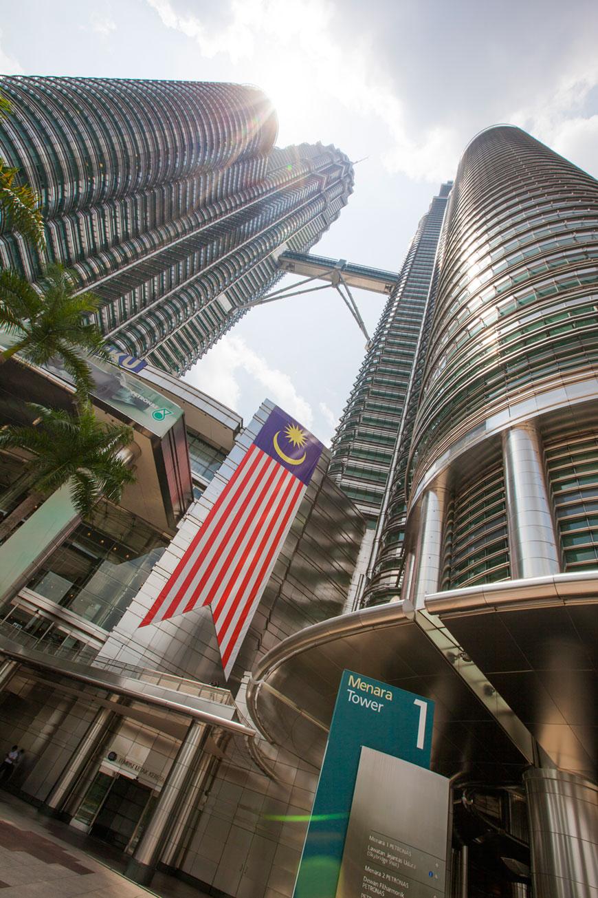 """""""Petronas Towers II"""" em f/10 1/350 ISO100 @ 16mm; cuidando para não destruir a foto."""
