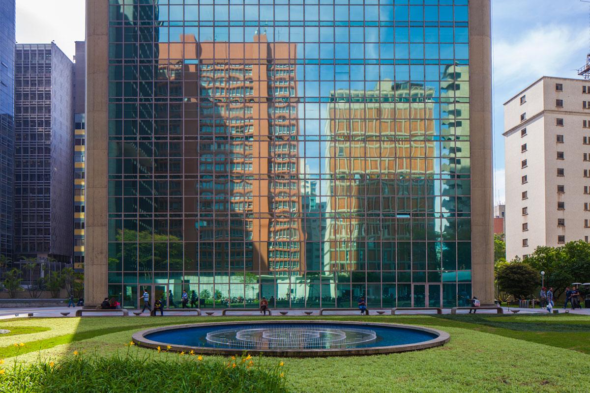 """""""Praça do Spot?"""" em f/8 1/80 ISO100. Raw disponível no Patreon."""