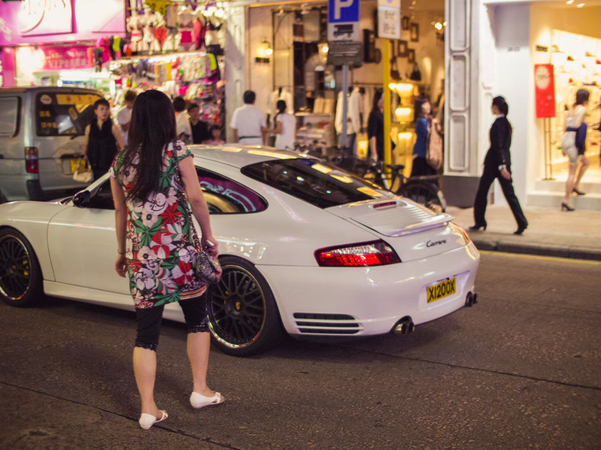 """""""Carrera"""" com a DMC-GF3 em f/0.95 1/800 ISO800: quase 1/1000 a noite, na rua."""