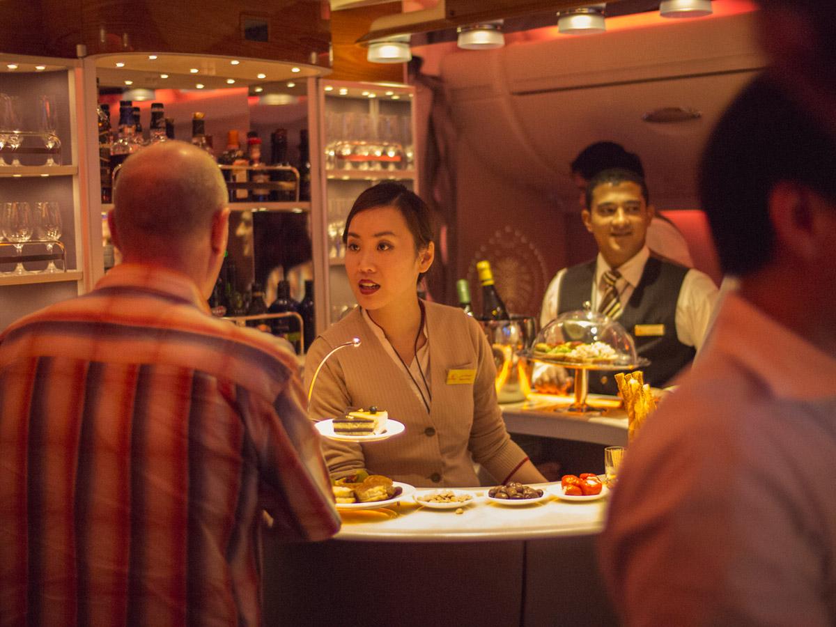 """""""Emirates A380"""" em f/0.95 1/125 ISO1600; isolando o sujeito do quadro, mas sem tirá-lo do contexto."""