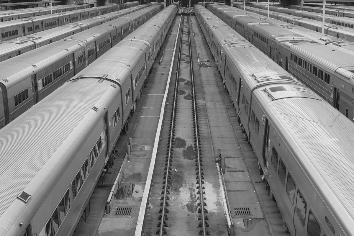 """""""Trens II"""" em f/8 1/100 ISO100; não há correção nesta foto, o """"horizonte"""" é reto mesmo."""