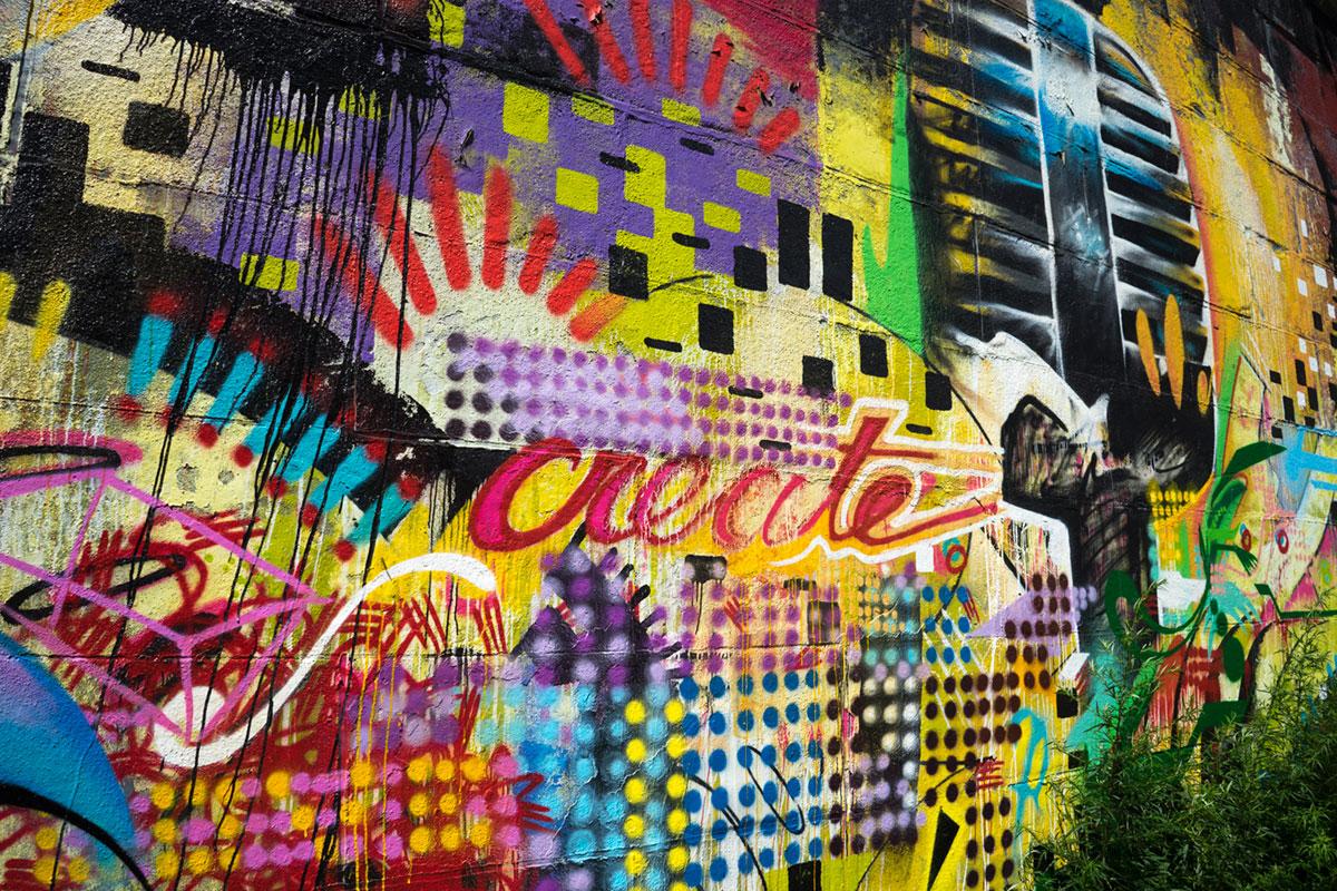"""Graffiti"" em f/8 1/320 ISO100; puxando para o neón, mas o motivo era complicado, compreendo."