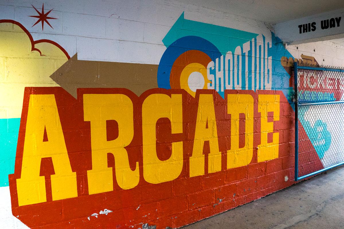 """""""ARCADE"""" em f/8 1/60 ISO400; tons de azul e amarelo também faz, finalmente!"""