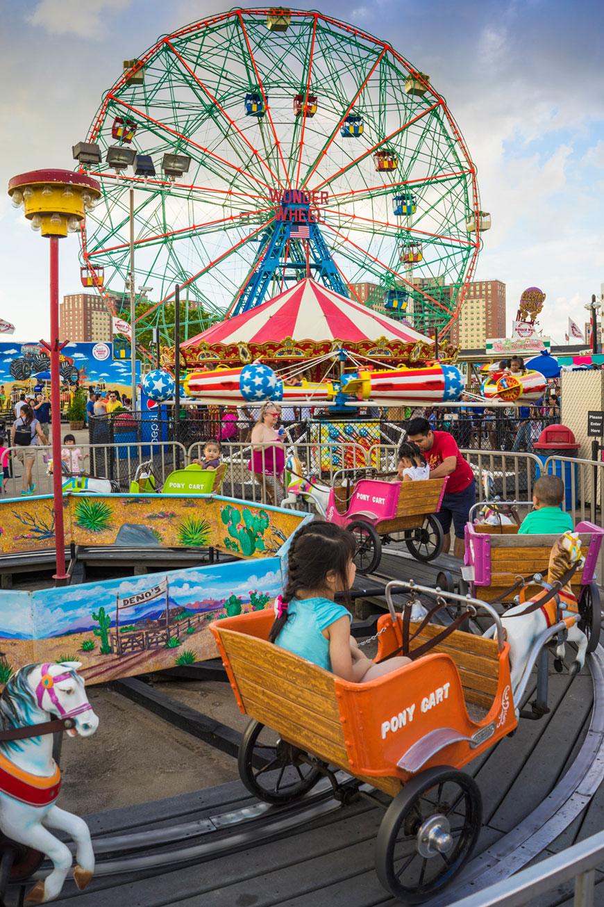 """Coney Island"" em f/8 1/80 ISO100; cores, cores, cores… Aprende, Zeiss!"