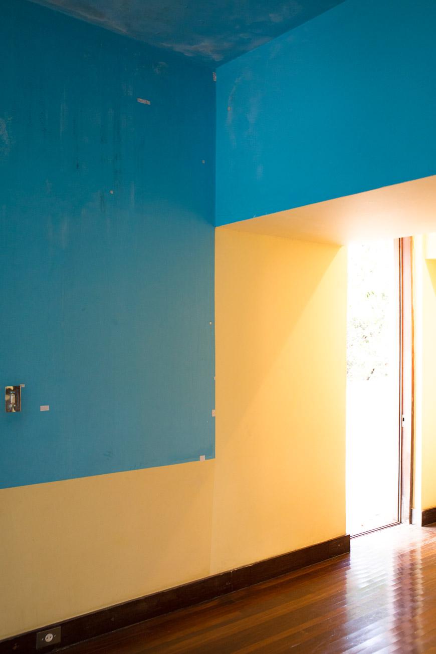 """""""Azul e amarelo"""" em f/4 1/30 ISO1250 @ 32mm."""