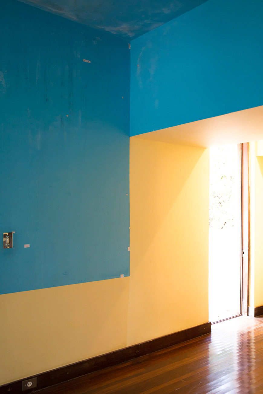"""Azul e amarelo"" at f/4 1/30 ISO1250 @ 32mm."