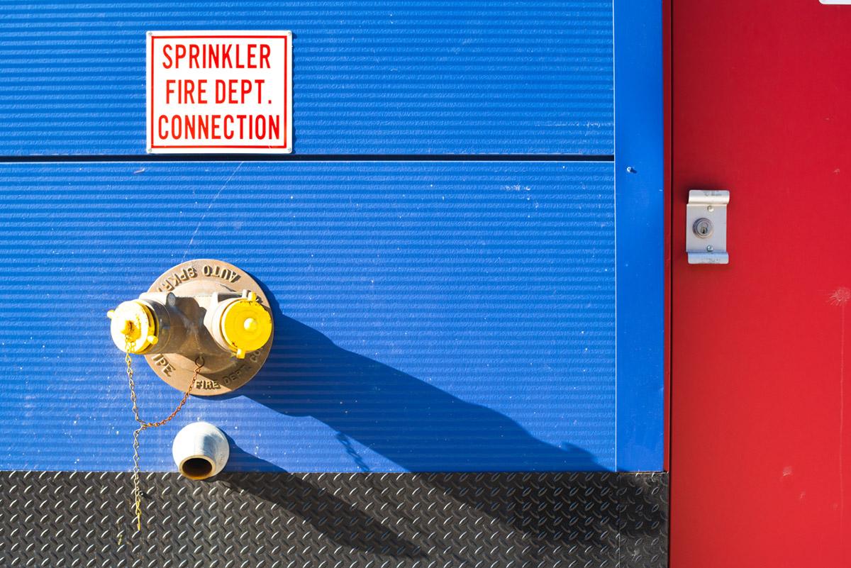 """""""Sprinkler"""" em f/8 1/320 ISO400; o acabamento de metal também com uma bolha embaixo."""