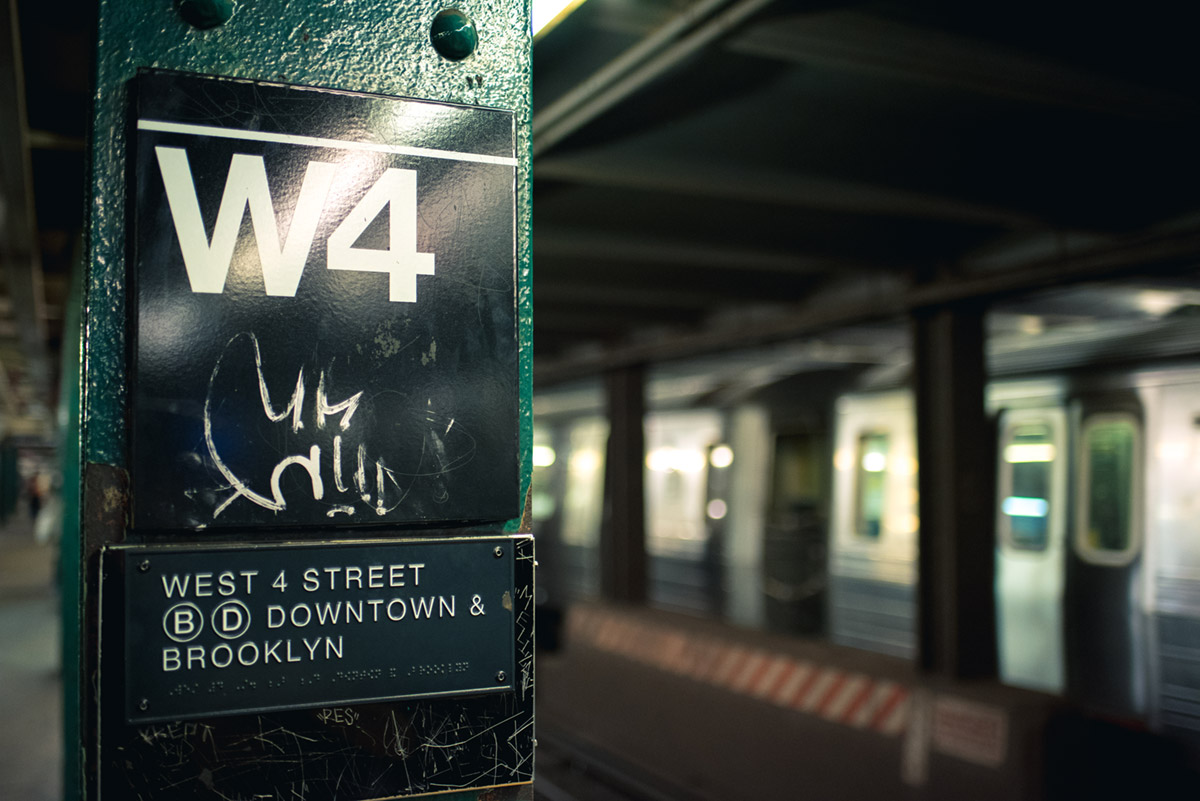"""""""W4"""" em f/1.8 1/200 ISO2200; leve distorção a esquerda."""
