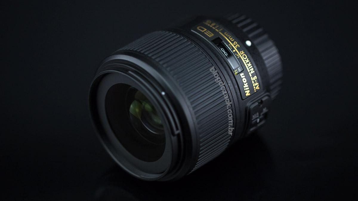 Proporção parecida com as 35mm de grande abertura tradicionais.