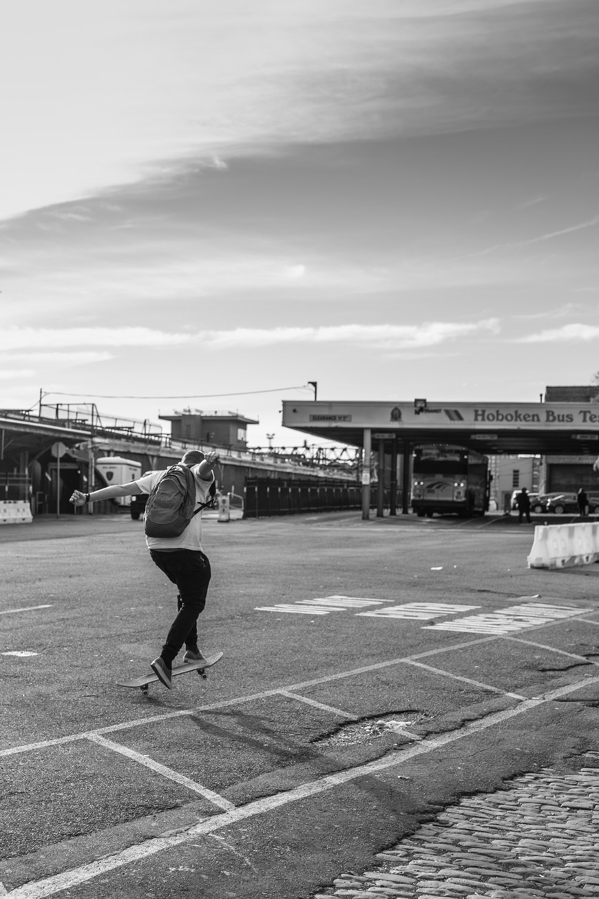 """Skate"" with the Canon EOS 6D em f/4 1/500 ISO100; Tamron's AF is more than enough for street photography."
