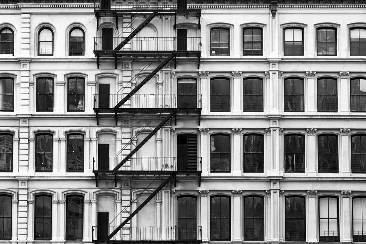 """Windows"" em f/ 1/100 ISO400 @ 95mm; no distortion at the middle of the range."