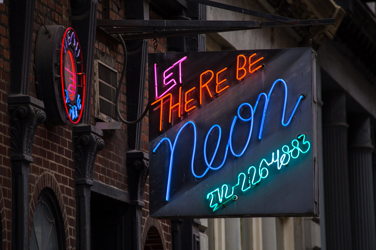 """neon"" em f/5.6 1/250 ISO400 @ 277mm."
