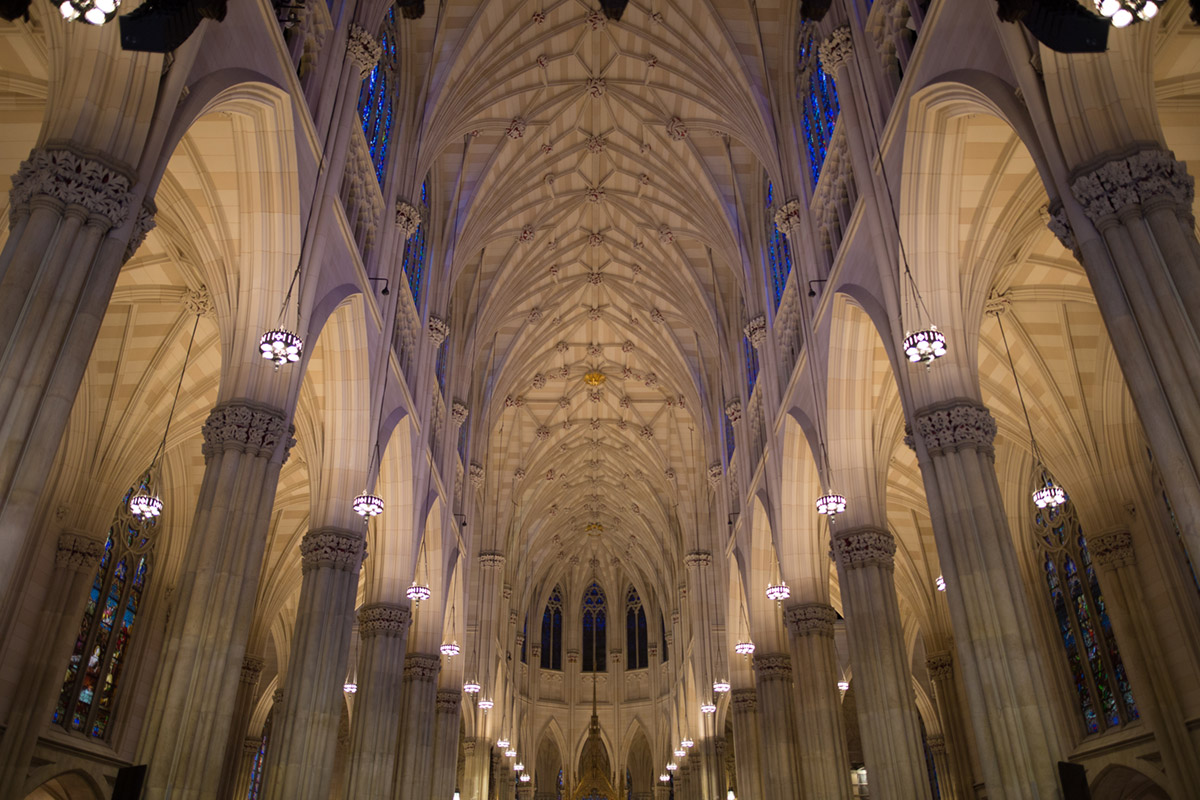 """St. Patrick's Cathedral"" em f/1.4 1/125 ISO800."