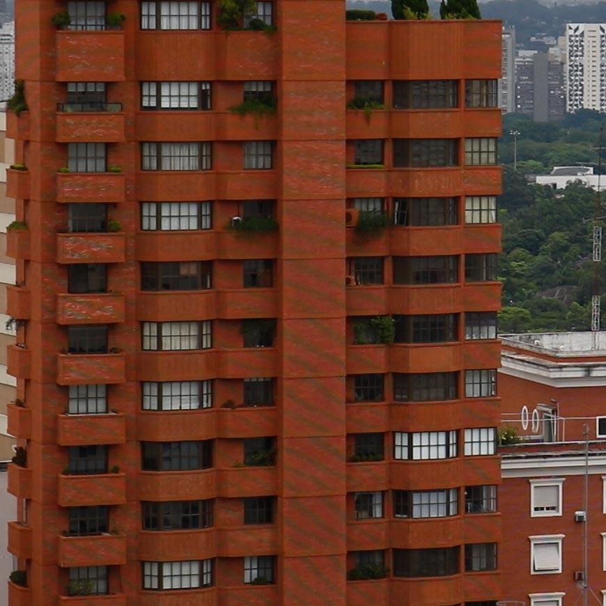 Crop 100% do vídeo, note o moiré no prédio de tijolinhos.