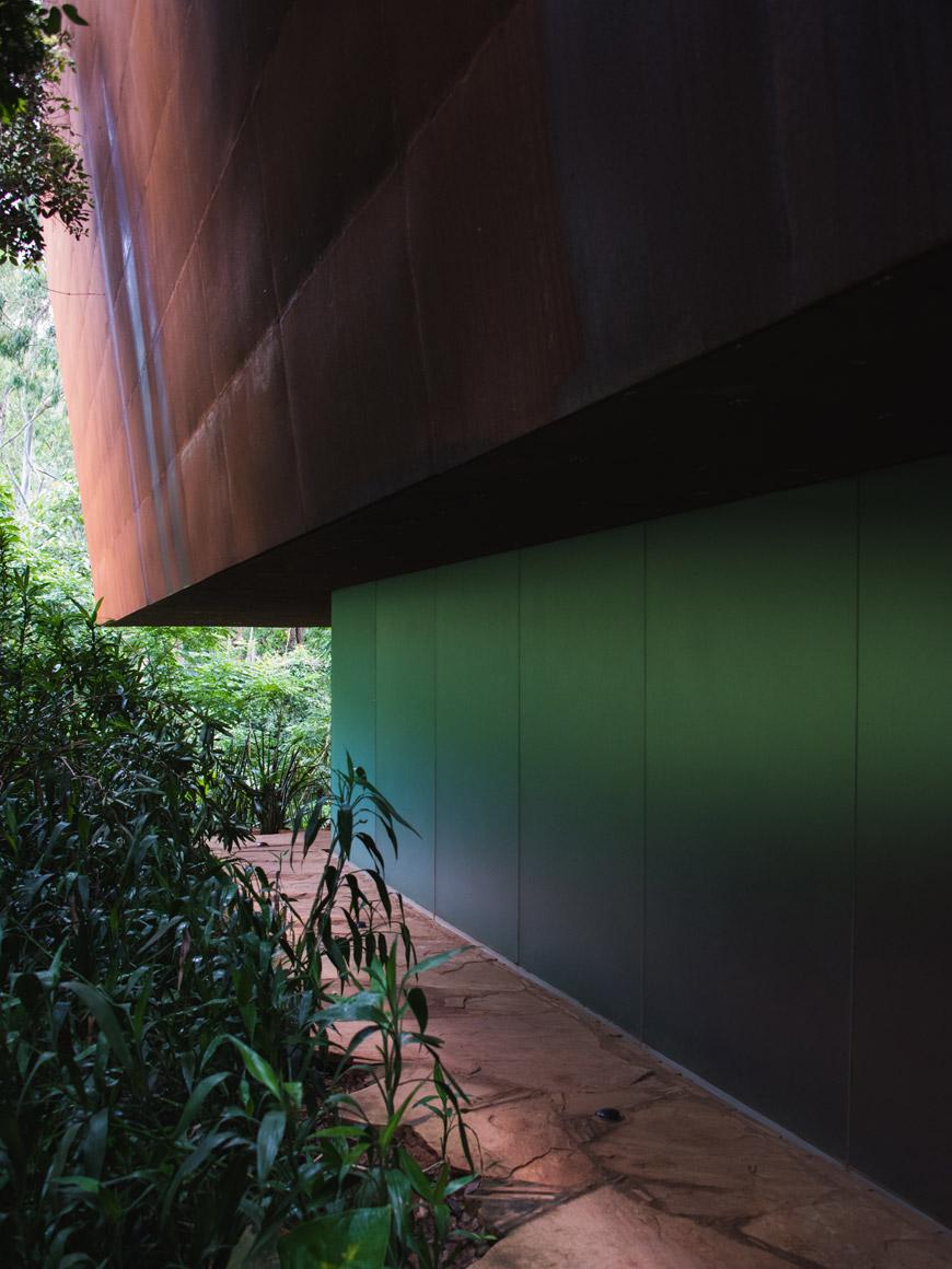 """""""Galeria Miguel Rio Branco, 2010"""" em f/5.6 1/200 ISO3200 @ 32mm."""